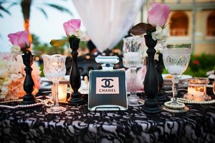 Šventinio stalo serviravimas ir dekoravimas pagal Mados karalienę Coco Chanel