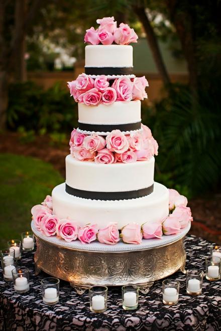 Didelis puošnus tortas