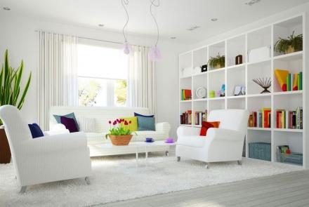 Spalviniai baltų patalpų akcentai