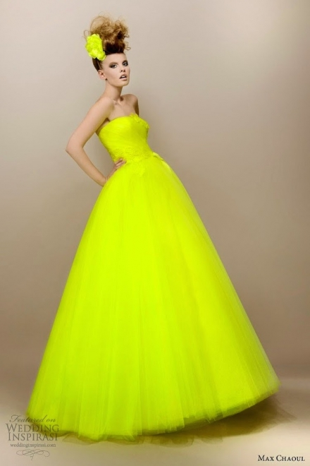 Ryškiai geltona proginė suknelė
