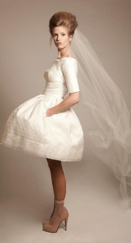 Trumpa vestuvinė suknelė