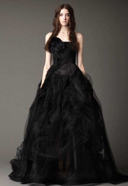 Juoda suknelė. Niekada neprašausite pro šalį!