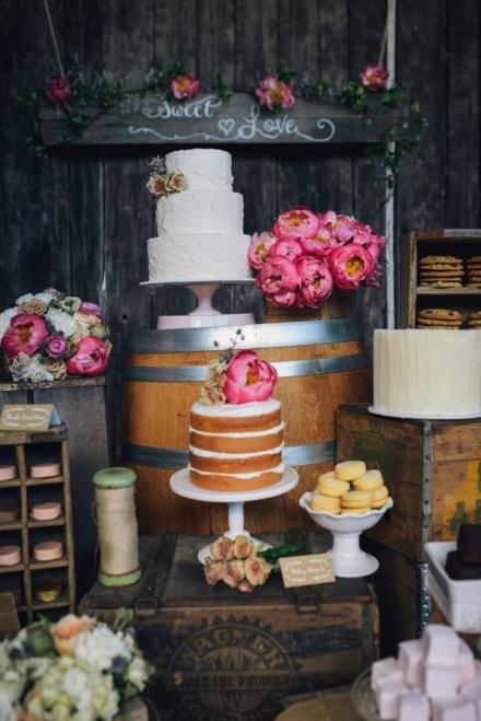 Desertų stalas vestuvėms